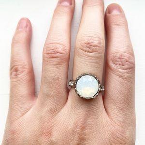 Vintage silver & white holographic gemstone ring